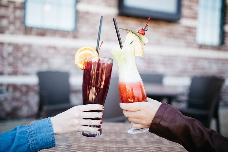 drinks-cheers-in-a-restaurant