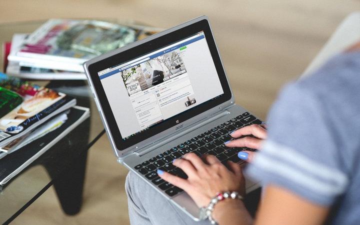 rsz_hands-woman-laptop-notebook